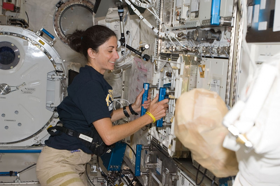 Nicole Scott w 2009 roku / NASA [Public domain], via Wikimedia Commons